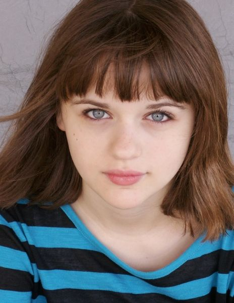Presenter - Joey King